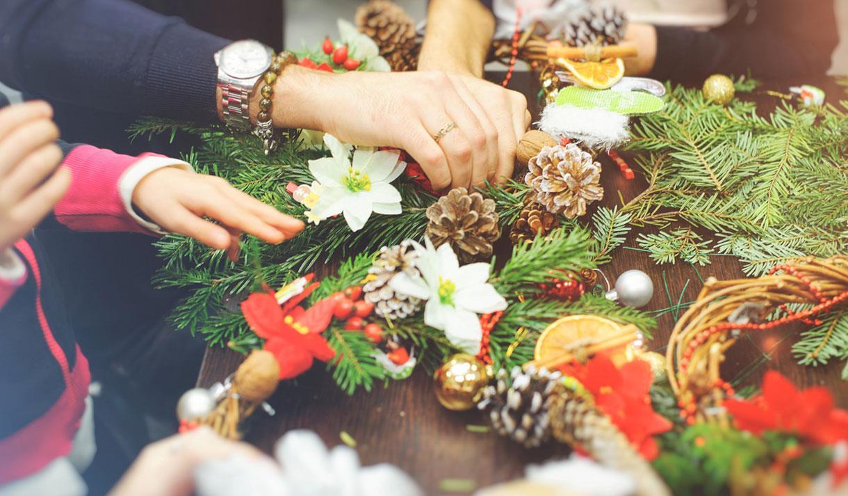 Making Christmas.Christmas Wreath Making Workshop In Maidstone Leeds